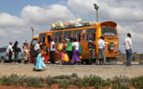 Machacos bus stop (Kenya)<br />©La Vanguardia / Poldo Pomés