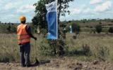 Marking the new railway north of Mombasa<br />©La Vanguardia / Poldo Pomés
