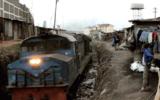 Kibera slum. Commuter train from Nairobi Central, along the old Uganda railway line<br />©La Vanguardia / Poldo Pomés